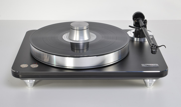Acoustic Signature WOW XL Turntable with TA-1000 Tonearm 01