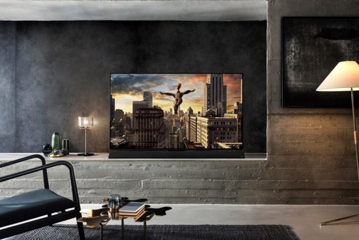 Panasonic-OLED-TV-FZ950-Lifestyle-CES 2018