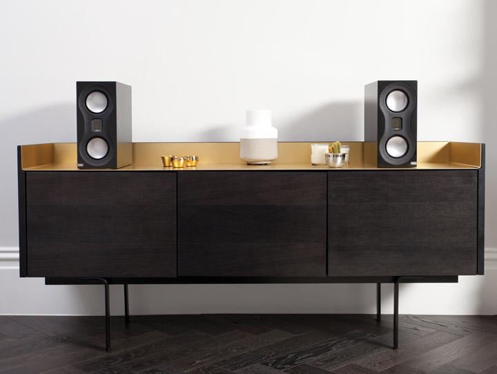 Monitor_Audio_Studio_Black_Lifestyle_Sideboard NOVO