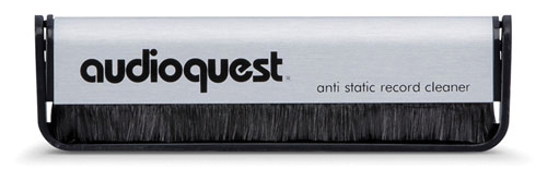 C Audioquest-CarbonFiberBrush-Detail4-500x500