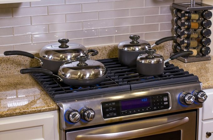 inirv-react-smart-kitchen-gadget-that-turns-off-stove-burners-automatically-01