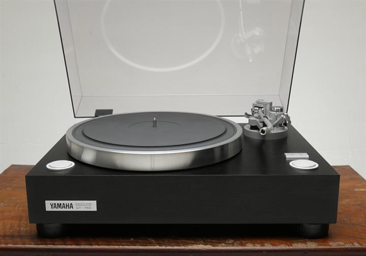 Yamaha GT-750 turntable (Custom)