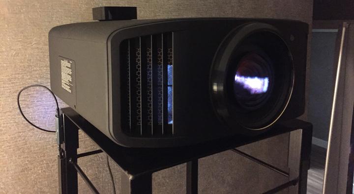 JVC DLA-NX5 DLA-RS1000 02