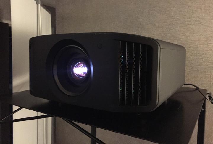 JVC DLA-NX9 01